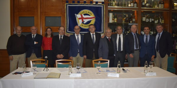 Junta Directiva del Club de Mar junto a los componentes de la Mesa Electoral